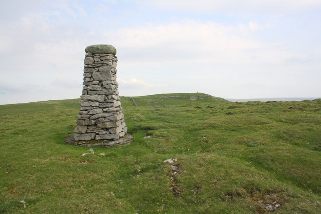 Dry Stone Pillar : Dry stone pillar above cosh outside roger templeman