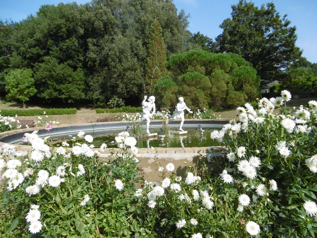 Ornamental pond in the gardens of quex marathon cc by for Ornamental pond