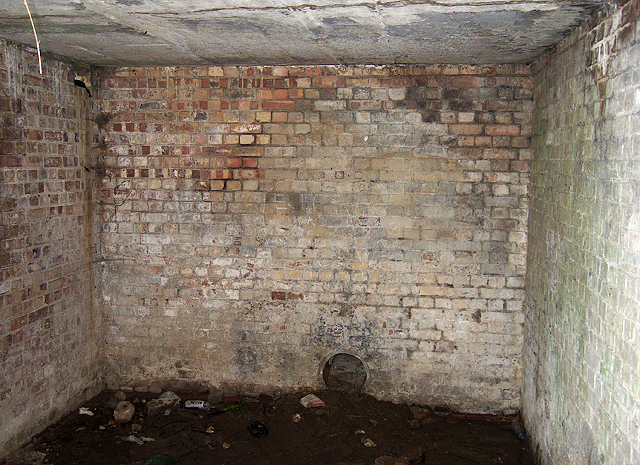 WWII Hampshire - 'Starfish' civil bombing decoy control bunker, Farlington Marshes (7)