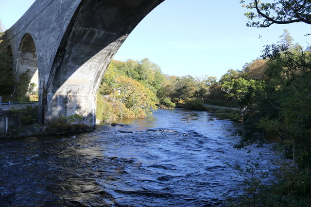 Upstream on the Morar from under the viaduct