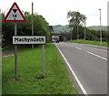 "SH7401 : Warning sign - 14' 0"" headroom bridge, Machynlleth by Jaggery"