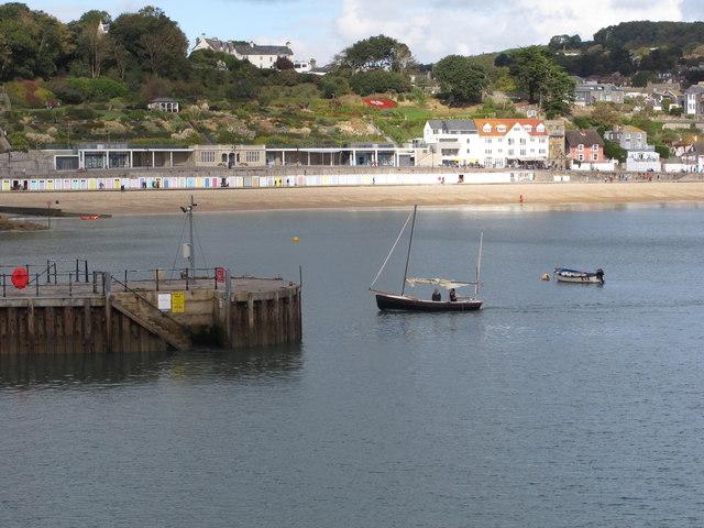 Boat entering harbour, Lyme Regis
