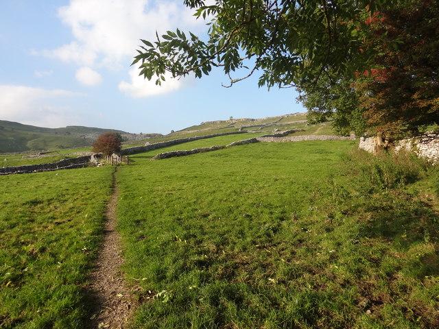 Footpath from Malham Village to Malham Cove
