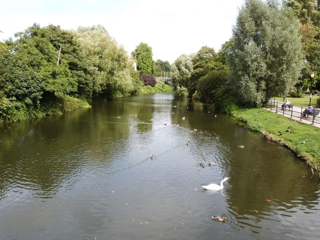 The River Avon at Chippenham. Looking up-stream ( North ) from the High Street bridge