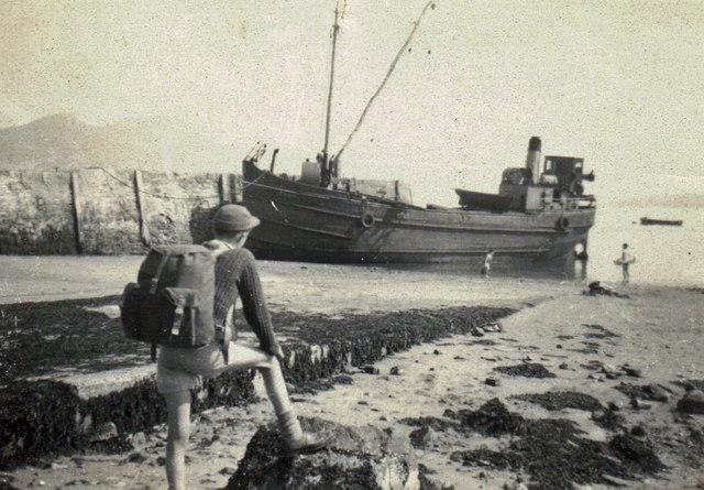 Clyde puffer at Lamlash pier, April 1962