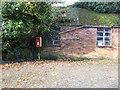 SJ5851 : Elizabeth II postbox, Larden Green by JThomas