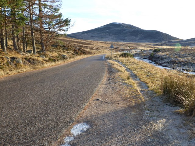 Public road to Spittal of Glenmuick