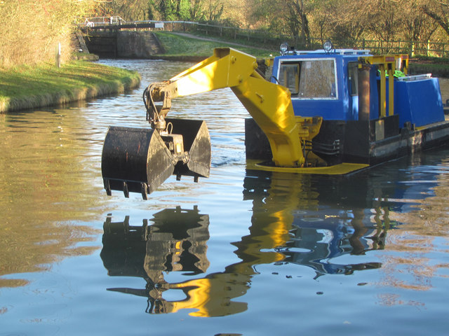 A dredger approaching Lock 42 on the Grand Union Canal