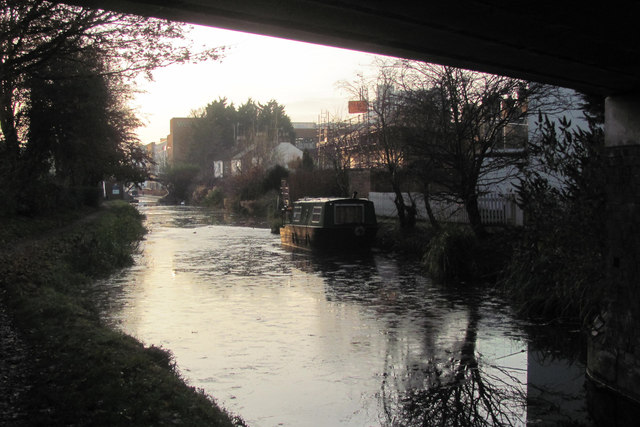 A Winter View along the Aylesbury Canal