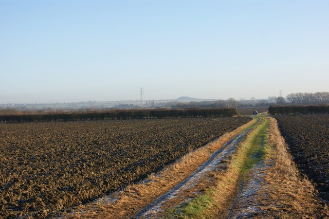Looking east along the footpath from Middle Farm, Foston
