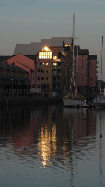 Portishead Marina - Apartments & reflections
