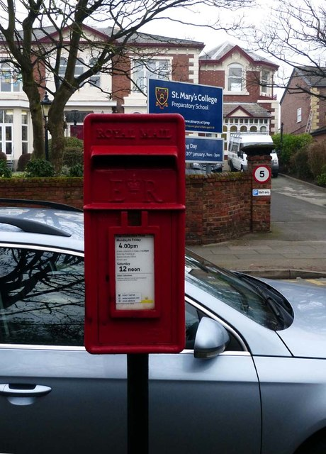 Post mounted Post box