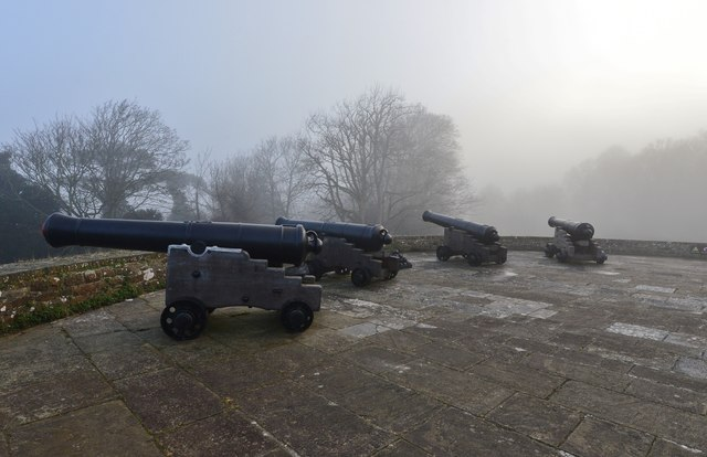 Walmer Castle: Cannons on the seaward facing bastion