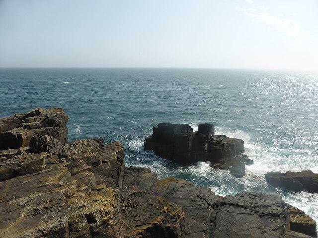 Rocks off Tater Du lighthouse