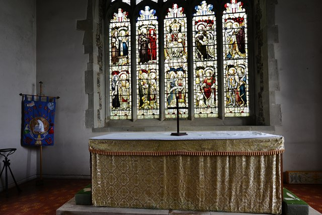 Westham, St. Mary's Church: Altar