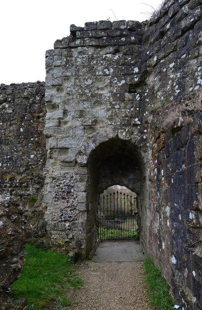 Pevensey Castle: Postern 1