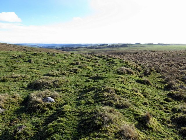 Old boundary bank near eastmost cairn, Howden Hill