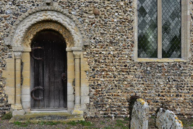 Gissing, St. Mary's Church: Norman south doorway with zigzag moulding 2