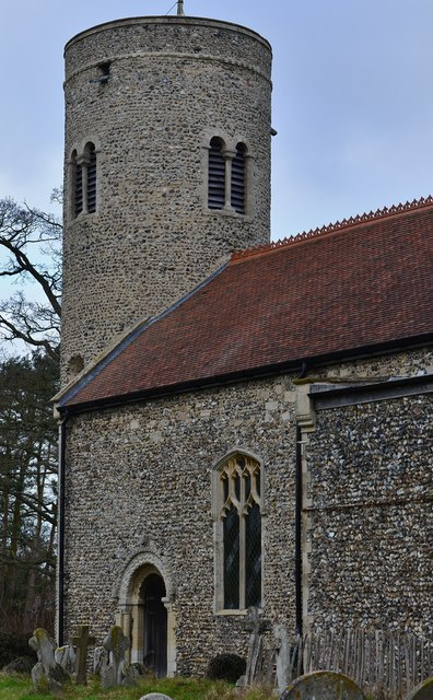 Gissing, St. Mary's Church: The 54 feet high Norman round tower