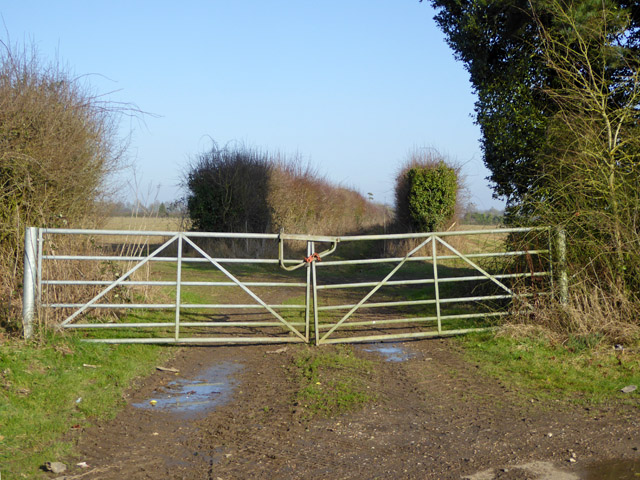Gated track off Bloswood Lane