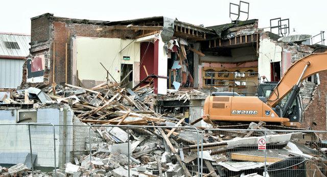 """The """"Stormont Inn"""" (demolition), Belfast - February 2017(5)"""