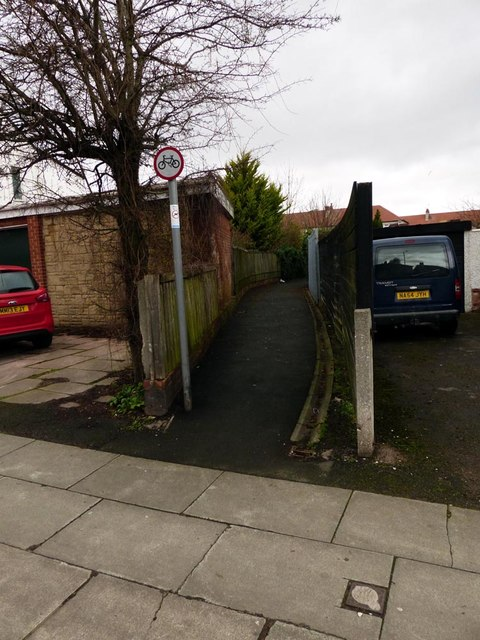 This alleyway is shown as a footpath on 1907 O.S. map