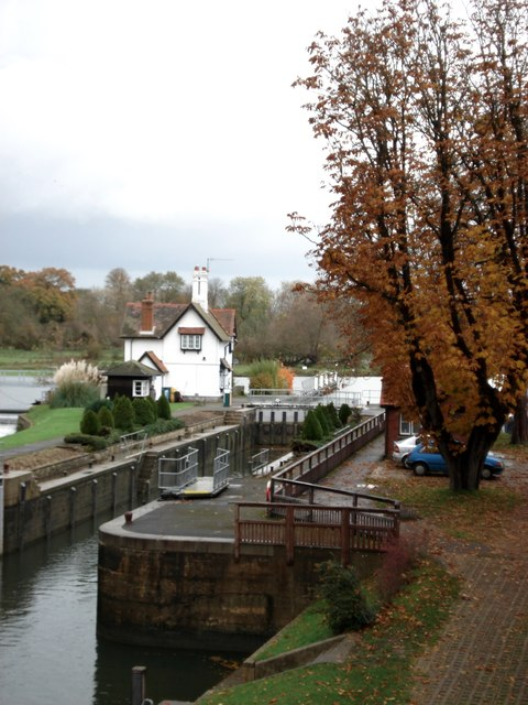 Goring lock and lockkeeper's cottage