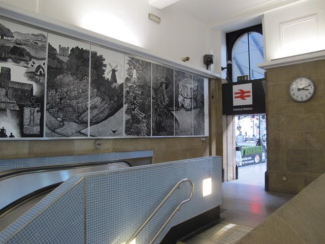 Entrance to Central Metro station (2)