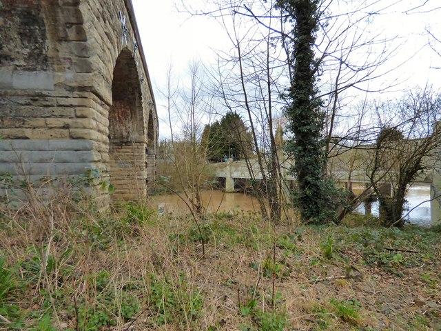 Bridging the river Leam
