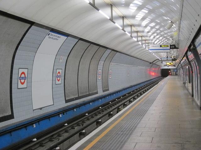 Seven Sisters tube station - platform 4