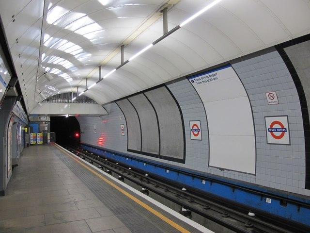 Seven Sisters tube station - platform 4 (2)