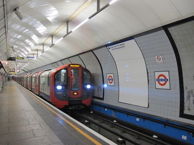 Seven Sisters tube station - platform 4 (3)