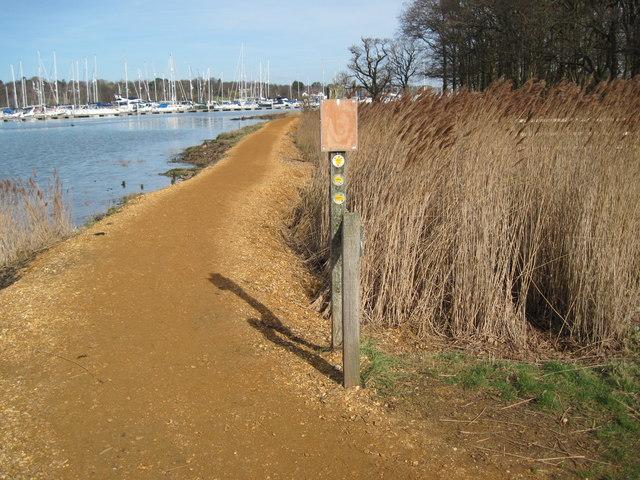 Hamble River footpath at path junction