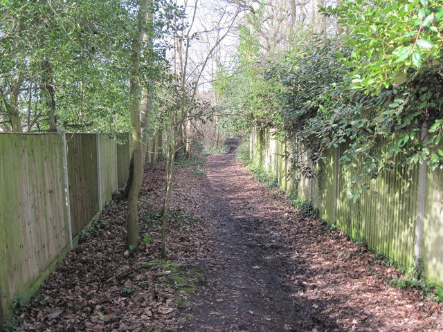 Footpath from Brook Avenue towards River Hamble