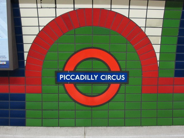 Piccadilly Circus tube station, Piccadilly Line - ceramic tiles