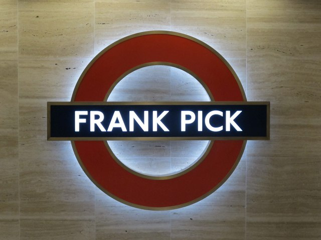 Piccadilly Circus tube station - tribute to Frank Pick (roundel)