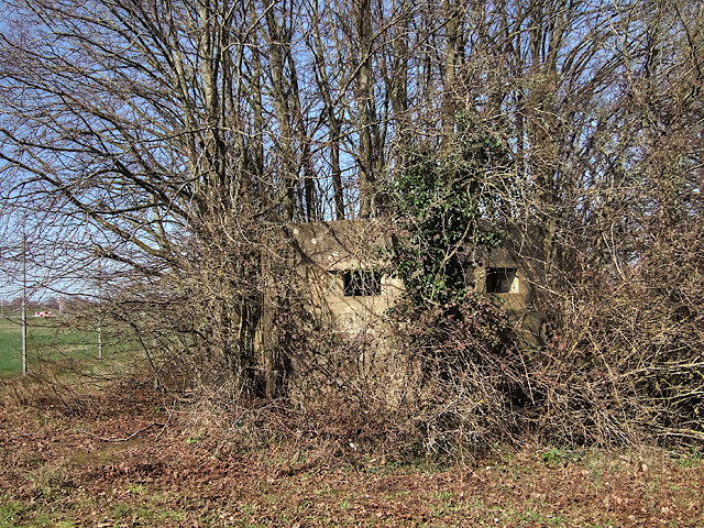 WWII Hampshire - Southampton Airport pillbox no. 2 (7)