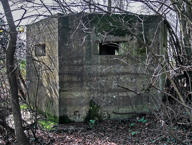 WWII Hampshire - Southampton Airport pillbox no. 2 (8)