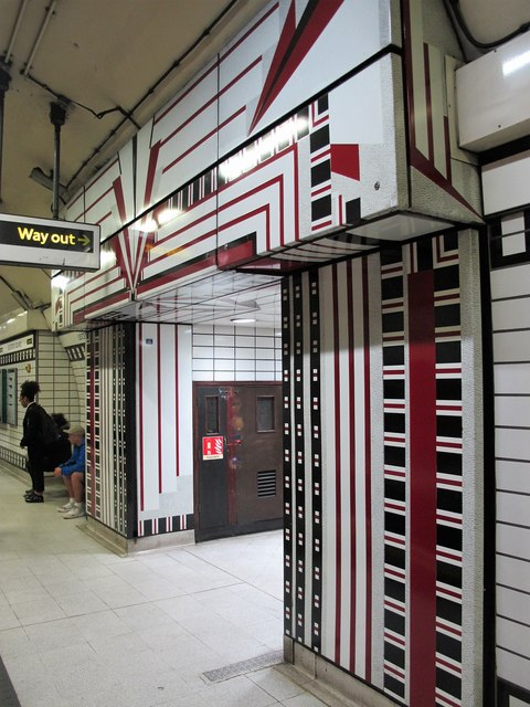 Leicester Square tube station, Northern Line - northbound platform