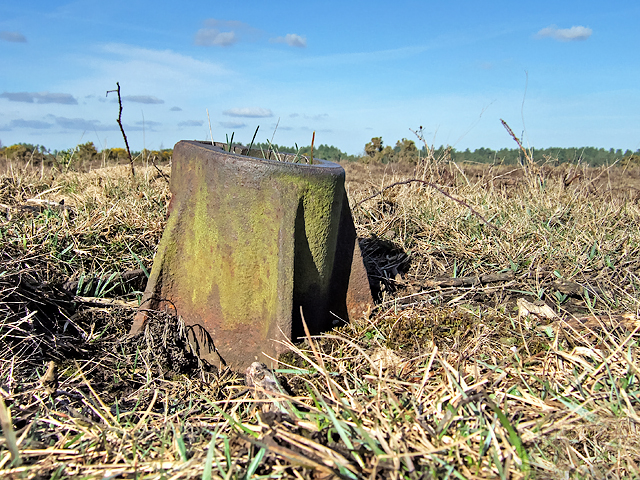 WWII Hampshire - RAF Beaulieu airfield: Signals Mortar (1)