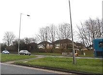 TL1023 : Stopsley Way, Round Green by David Howard