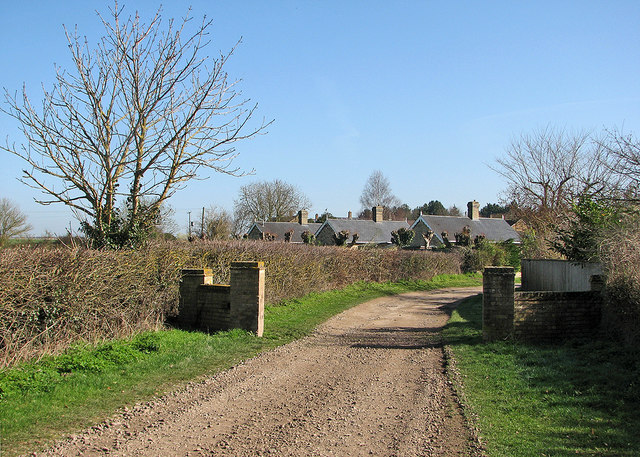 Little Wilbraham: Mill Road and the backs of the almshouses