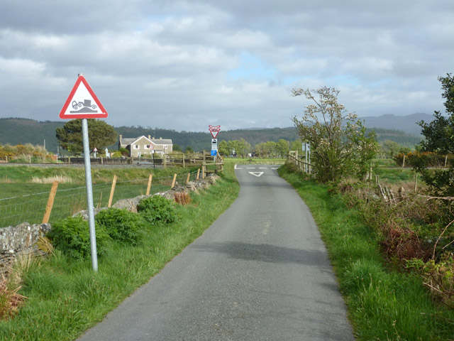 Lane towards B4410 from Ynys Fawr