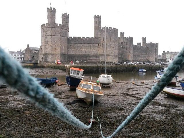 Caernarfon: boats moored opposite the castle