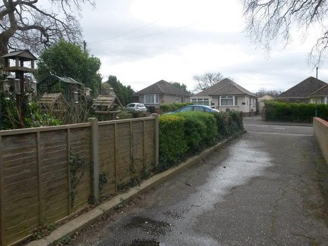 Kinson: footpath E21 reaches Baker Road