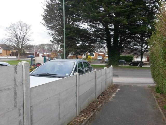Kinson: footpath E21 arrives on Wimborne Road