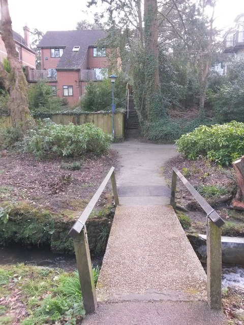 Westbourne: across a little footbridge towards footpath A02