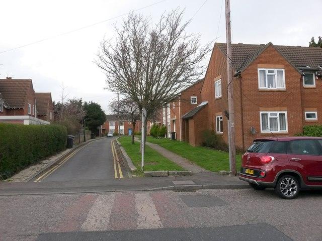Moordown: footpath M03 from Brassey Road