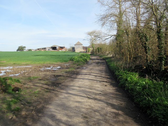 Approaching Pigeonhouse Farm