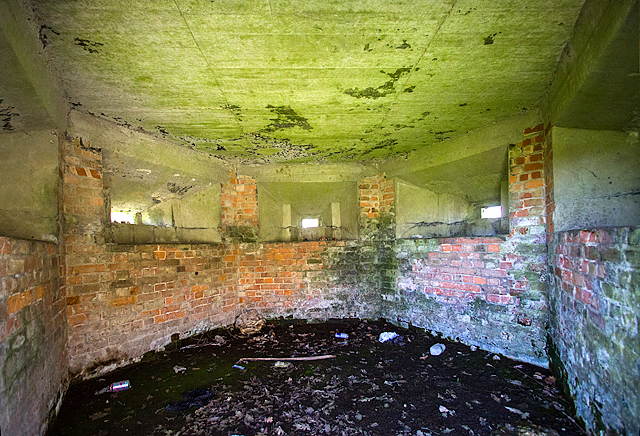 WWII Hampshire: Hayling Island - West Lane pillbox (14)